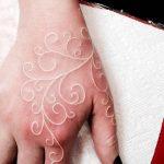 фото Белые тату от 19.02.2018 №013 - White Tattoo - tattoo-photo.ru