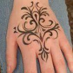 фото мехенди на руке от 10.03.2018 №056 - mehendi on hand - tattoo-photo.ru