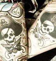фото тату Веселый Роджер от 03.01.2018 №013 — tattoo Jolly Roger — tattoo-photo.ru