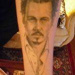 фото Тату Джонни Деппа от 15.04.2018 №048 - Tattoo Johnny Depp - tattoo-photo.ru