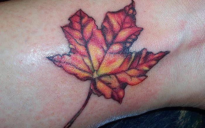 фото тату кленовый лист от 14.04.2018 №159 - maple leaf tattoo - tattoo-photo.ru