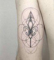 фото тату королевская лилия от 08.04.2018 №011 — tattoo royal lily — tattoo-photo.ru
