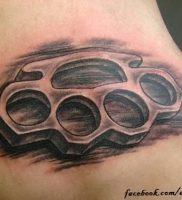 фото тату кастет от 11.04.2018 №005 — tattoo brass knuckles — tattoo-photo.ru