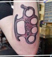 фото тату кастет от 11.04.2018 №012 — tattoo brass knuckles — tattoo-photo.ru