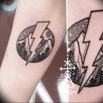 фото тату молния от 26.04.2018 №043 - lightning tattoo - tattoo-photo.ru