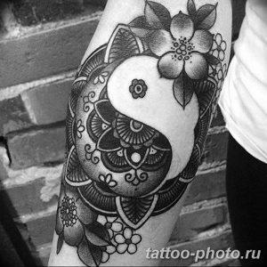 Фото рисунка тату Инь-Янь 08.11.2018 №038 - photo tattoo Yin-Yang - tattoo-photo.ru