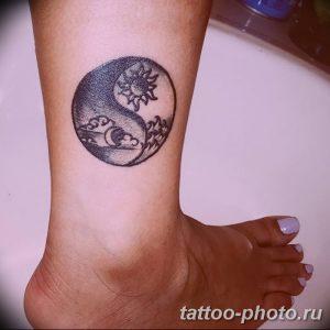 Фото рисунка тату Инь-Янь 08.11.2018 №086 - photo tattoo Yin-Yang - tattoo-photo.ru
