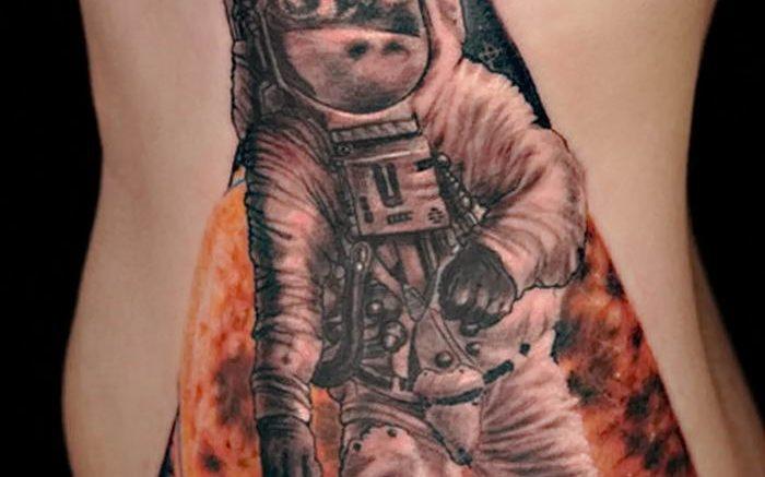 Фото рисунка тату космонавт 31.10.2018 №157 - cosmonaut tattoo - tattoo-photo.ru
