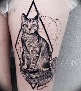 Фото рисунка тату кошка 09.10.2018 №142 - cat tattoo - tattoo-photo.ru