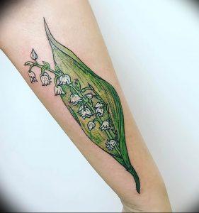 Фото рисунка тату ландыш 12.10.2018 №056 - tattoo lily of the valley - tattoo-photo.ru