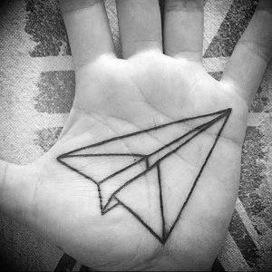 Фото тату бумажный самолетик 09.10.2018 №039 - tattoo paper airplane - tattoo-photo.ru