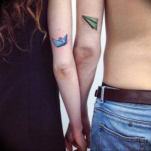 Фото тату бумажный самолетик 09.10.2018 №045 - tattoo paper airplane - tattoo-photo.ru