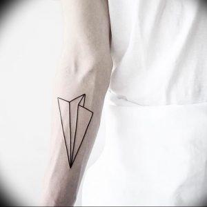Фото тату бумажный самолетик 09.10.2018 №058 - tattoo paper airplane - tattoo-photo.ru