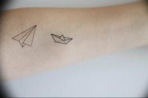 Фото тату бумажный самолетик 09.10.2018 №087 - tattoo paper airplane - tattoo-photo.ru