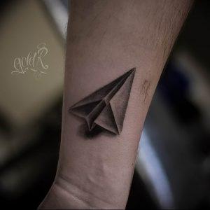 Фото тату бумажный самолетик 09.10.2018 №092 - tattoo paper airplane - tattoo-photo.ru