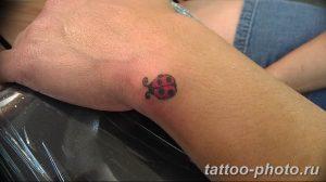 фото идея тату божья коровка 22.12.2018 №260 - photo ladybug tattool- tattoo-photo.ru