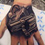 фото тату револьвер 24.12.2018 №337 - photo tattoo revolver - tattoo-photo.ru