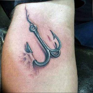 фото тату рыбацкий крючек 08.02.2019 №062 - photo tattoo fishing hook - tattoo-photo.ru