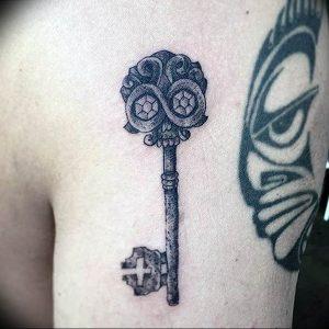 фото тату Ключ 03.05.2019 №003 - tattoo key - tattoo-photo.ru