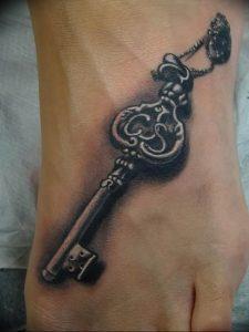 фото тату Ключ 03.05.2019 №009 - tattoo key - tattoo-photo.ru