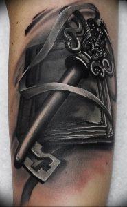 фото тату Ключ 03.05.2019 №016 - tattoo key - tattoo-photo.ru
