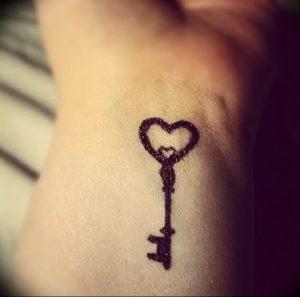 фото тату Ключ 03.05.2019 №041 - tattoo key - tattoo-photo.ru
