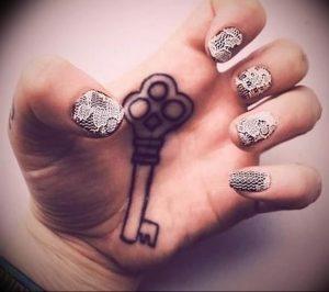 фото тату Ключ 03.05.2019 №138 - tattoo key - tattoo-photo.ru