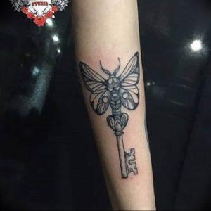 фото тату Ключ 03.05.2019 №141 - tattoo key - tattoo-photo.ru