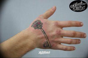 фото тату Ключ 03.05.2019 №143 - tattoo key - tattoo-photo.ru