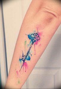 фото тату Ключ 03.05.2019 №260 - tattoo key - tattoo-photo.ru