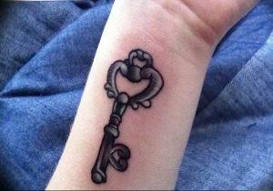 фото тату Ключ 03.05.2019 №296 - tattoo key - tattoo-photo.ru