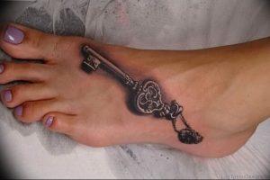 фото тату Ключ 03.05.2019 №310 - tattoo key - tattoo-photo.ru