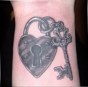 фото тату Ключ 03.05.2019 №325 - tattoo key - tattoo-photo.ru