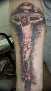 фото тату Распятие 01.05.2019 №021 - crucifix tattoo - tattoo-photo.ru