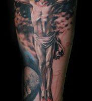 фото тату Распятие 01.05.2019 №046 — crucifix tattoo — tattoo-photo.ru