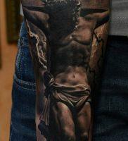 фото тату Распятие 01.05.2019 №050 — crucifix tattoo — tattoo-photo.ru