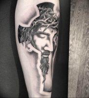 фото тату Распятие 01.05.2019 №054 — crucifix tattoo — tattoo-photo.ru