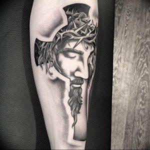 фото тату Распятие 01.05.2019 №054 - crucifix tattoo - tattoo-photo.ru