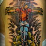 фото тату Распятие 01.05.2019 №070 - crucifix tattoo - tattoo-photo.ru