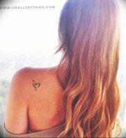 фото тату басовый ключ 01.05.2019 №068 — tattoo bass clef — tattoo-photo.ru