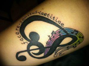 фото тату басовый ключ 01.05.2019 №069 - tattoo bass clef - tattoo-photo.ru