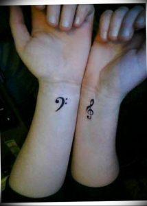 фото тату басовый ключ 01.05.2019 №085 - tattoo bass clef - tattoo-photo.ru