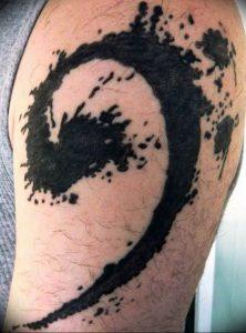 фото тату басовый ключ 01.05.2019 №102 - tattoo bass clef - tattoo-photo.ru