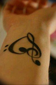 фото тату басовый ключ 01.05.2019 №113 - tattoo bass clef - tattoo-photo.ru