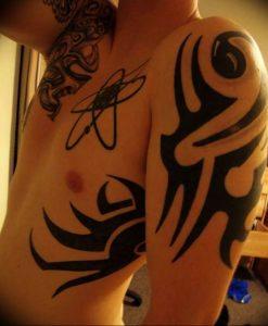 фото тату басовый ключ 01.05.2019 №123 - tattoo bass clef - tattoo-photo.ru