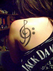 фото тату басовый ключ 01.05.2019 №128 - tattoo bass clef - tattoo-photo.ru