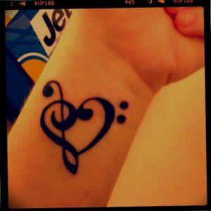 фото тату басовый ключ 01.05.2019 №136 - tattoo bass clef - tattoo-photo.ru