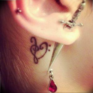 фото тату басовый ключ 01.05.2019 №175 - tattoo bass clef - tattoo-photo.ru
