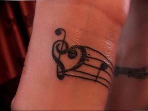фото тату басовый ключ 01.05.2019 №176 - tattoo bass clef - tattoo-photo.ru