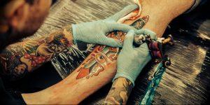 фото тату мастер за работой 06.04.2019 №034 - tattoo master - tattoo-photo.ru